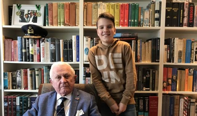 De 11-jarige Bram Bosch interviewt in Bunninchem de 90-jarige heer Van Leeuwen over de oorlogsjaren. De latere generaal groeide op in Rotterdam, maar woont sinds de jaren 60 in Bunnik.