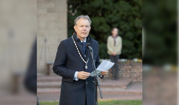 Burgemeester Mark Röell zal een toespraak houden.