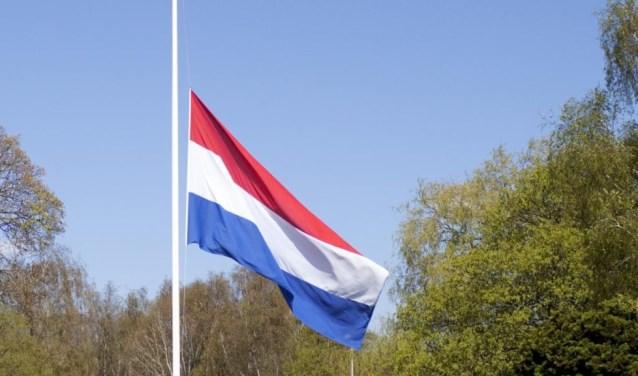 In heel Nederland hangt de nationale driekleur op 4 mei de hele dag halfstok