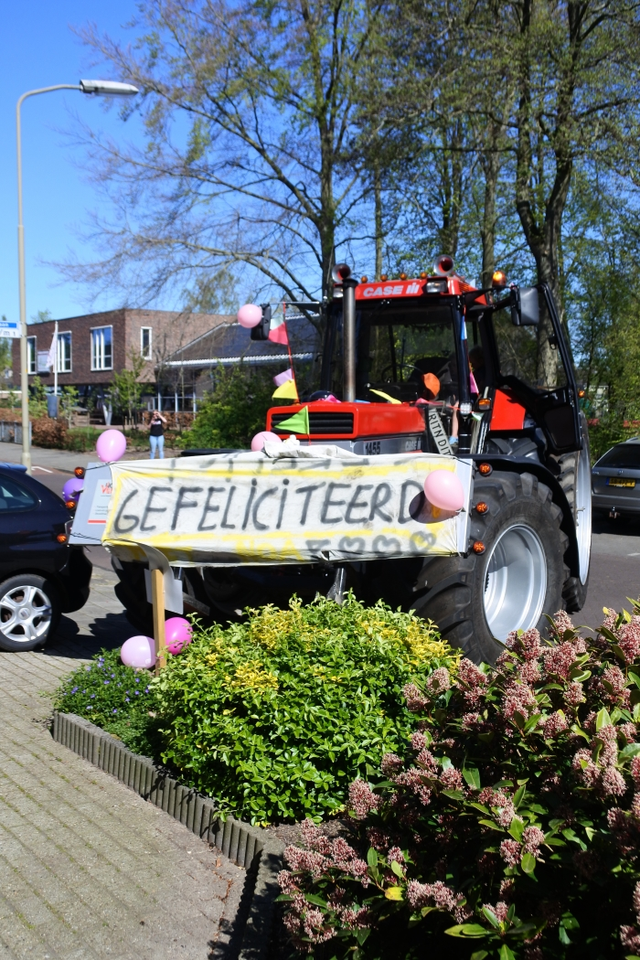 Zelfs een tractor reed mee in de stoet Heidi Beitler © BDU Media