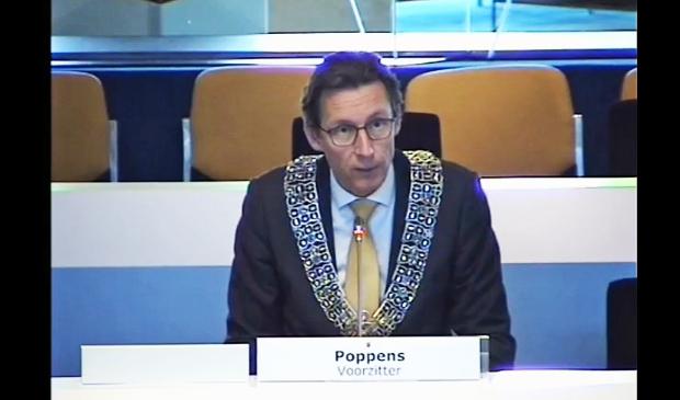 <p>PvdA en VVD hebben burgemeester Poppens gevraagd om op te treden tegen posters met de tekst: &#39;Israel&rsquo;s killing children again&#39;&nbsp;</p>