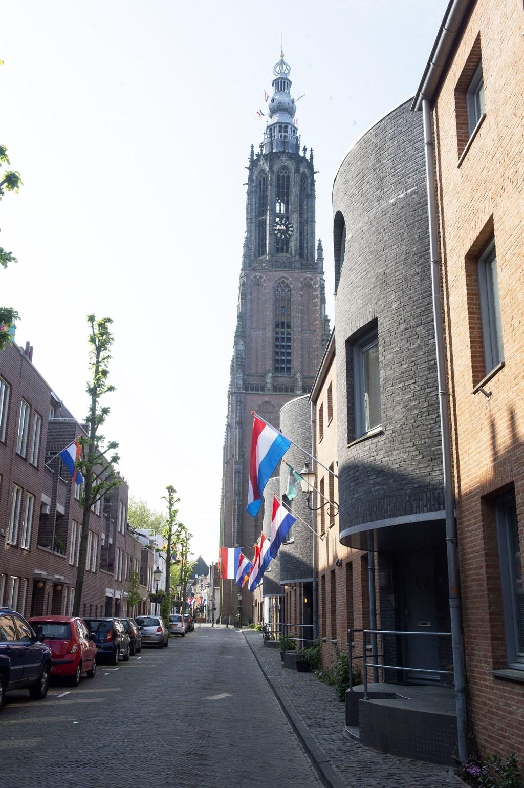 Veel vlaggen in de Breestraat maar geen mensen Rinus van Denderen © BDU media