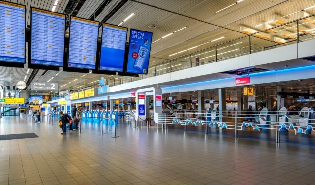 Een nagenoeg leeg Schiphol eind maart.
