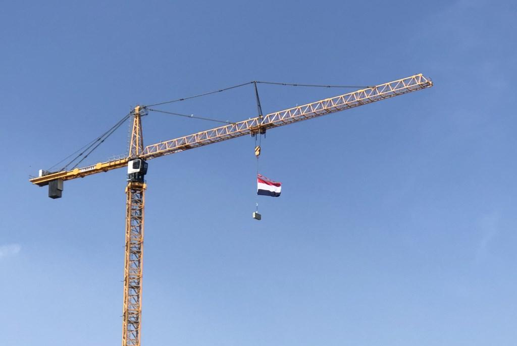 De bouwers van de Bankrastoren denken ook aan Koningsdag. Leo de Boer © BDU media