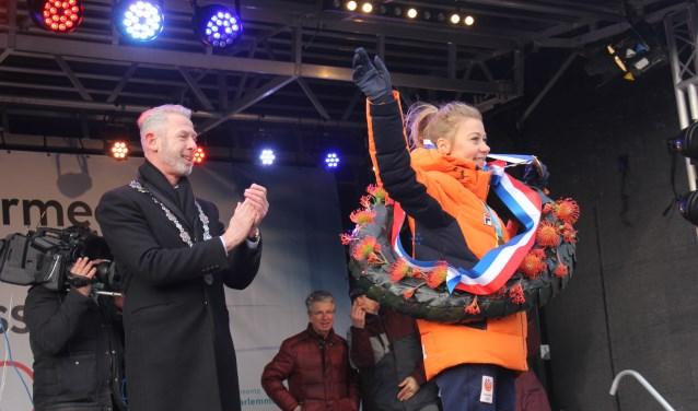 In haar thuisdorp werd Esmee Visser na het behalen van Olympisch goud gehuldigd.