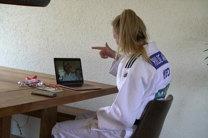 Judoka Hilde Jager is één van de sporters die online presentaties geeft voor Toppers Bij Jou Op School.