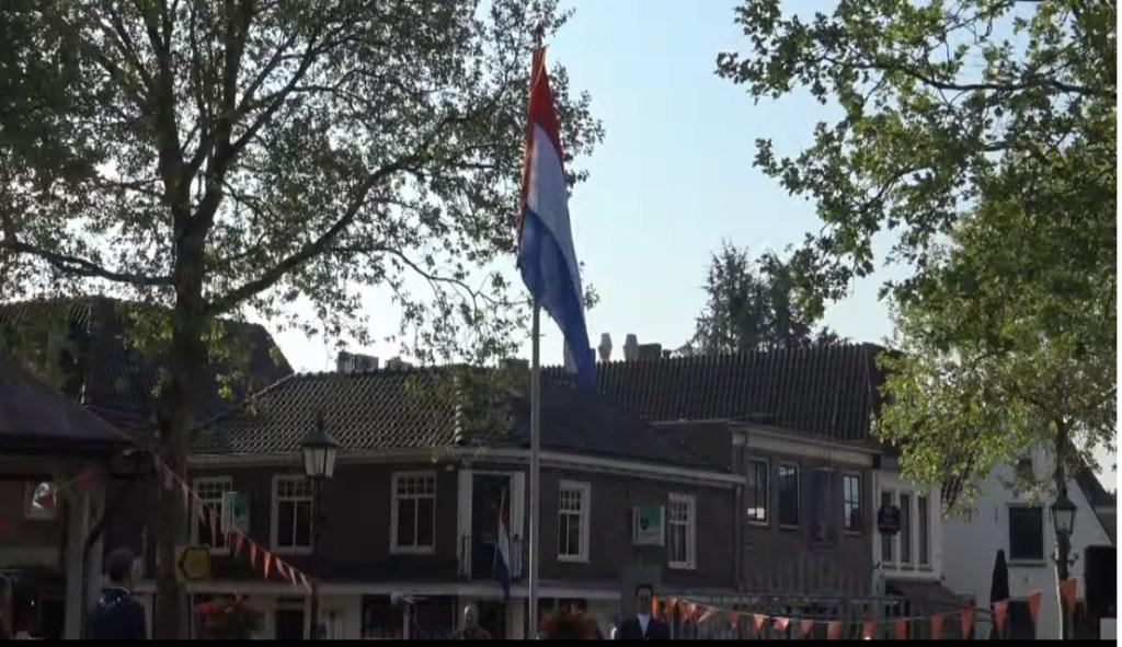 Vlag in top Omroep Houten © BDU media