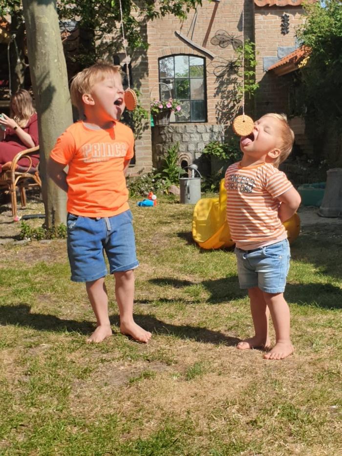 Jake en Elena Scholtus koekhappen
