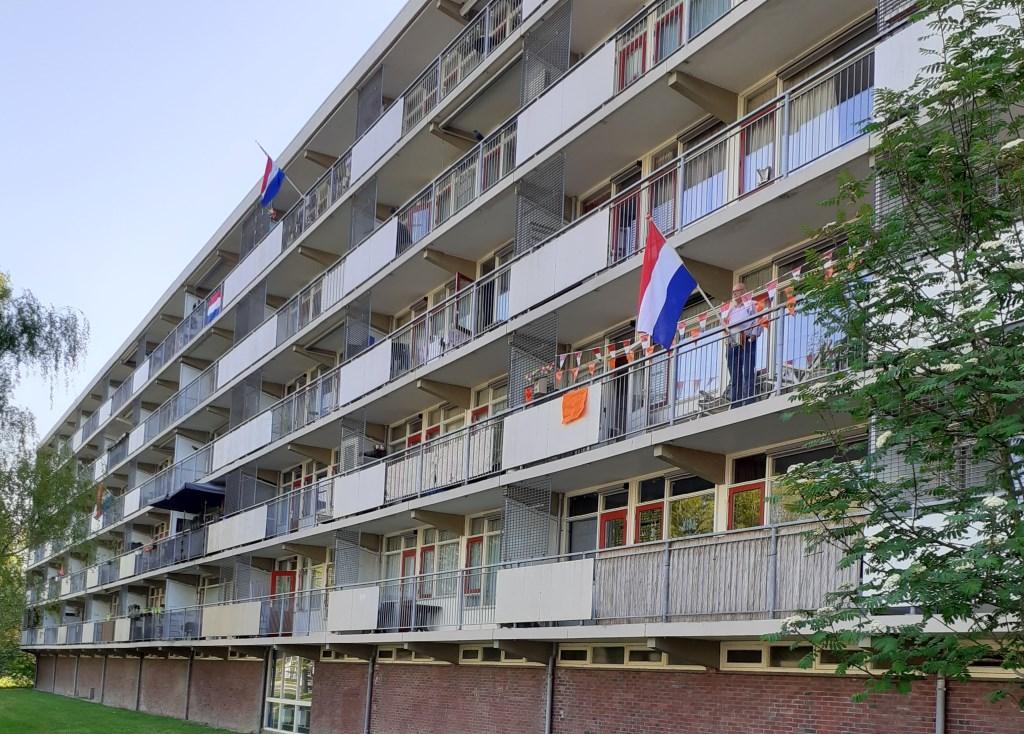 Vlaggetjes en de driekleur maken het extra feestelijk aan In de Wolken. Rie de Jong © BDU media