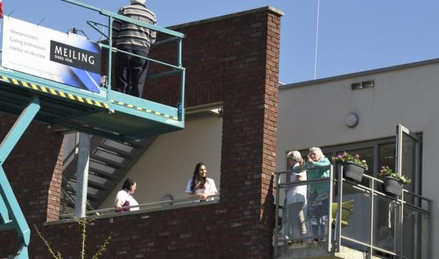 Zorggroep Noordwest-Veluwe, locatie De Schauw in Putten: Even bijpraten op hoogwerker