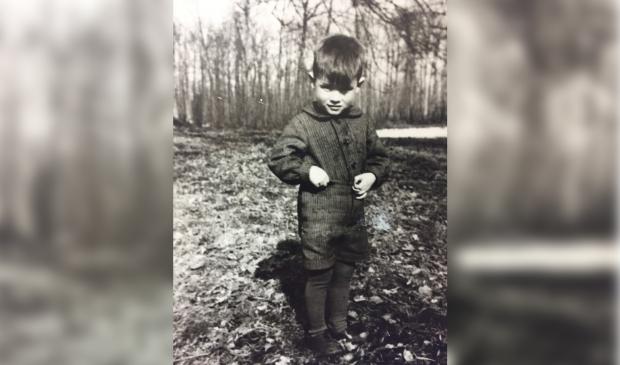"""Jean de Greeff op landgoed de Niënhof, met de bevrijding was hij ong. 6 jaar: ,,Ik herinner me dat er wel eens parachutisten bij ons op zolder sliepen."""""""