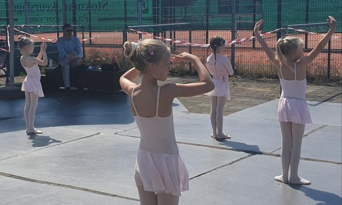 Burgemeester bij Ballet Buiten
