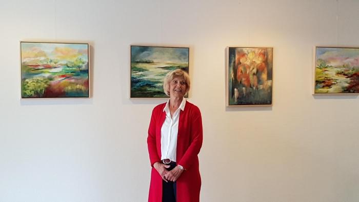 Cocky Kroos voor een deel van haar werk, nu in de entreehal van Hof van Sliedrecht