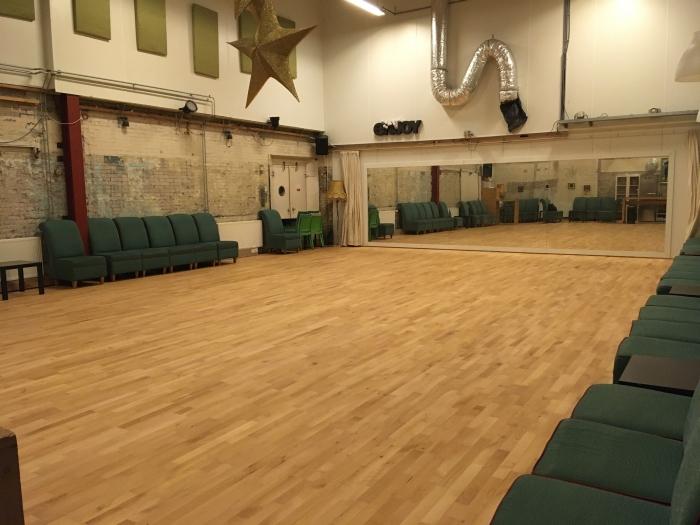 De Danswerkplaats met de nieuwe Junckers dansvloer