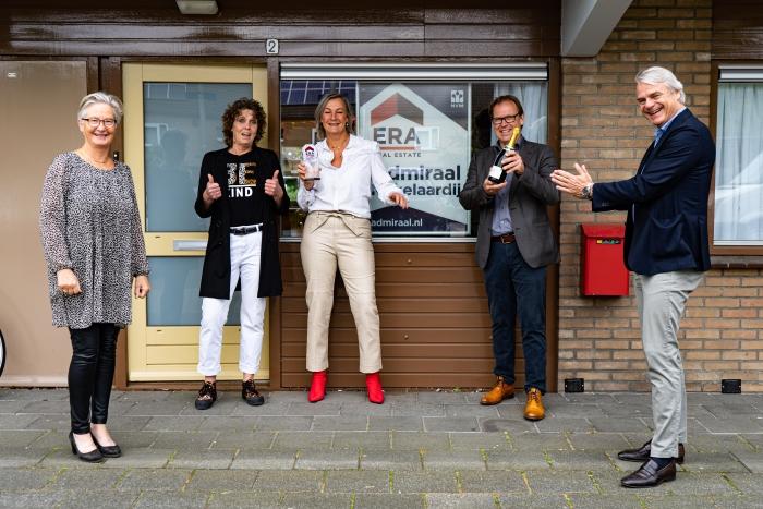 Marlies de Kuiper, Jose de Kuiper, Danielle Buur en Joost Haan van Admiraal ERA Makelaardij en Paul van den Putten van ERA Nederland.