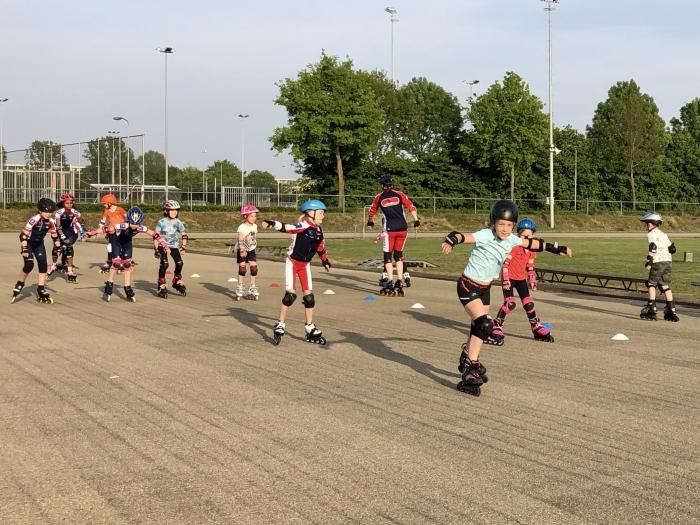 De jongste jeugd had veel plezier tijdens de eerste training van dit seizoen. Kim Hiddink © BDU Media