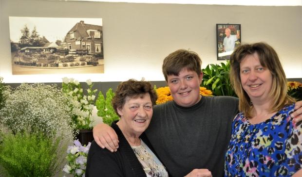 Van links naar rechts: moeder Wilma, zoon George Spiering en Mariandel