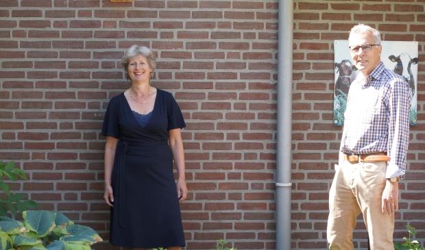 Joke van Heezick en Jaap Roele vertellen over hun manieren om senioren door deze crisis heen te slepen.