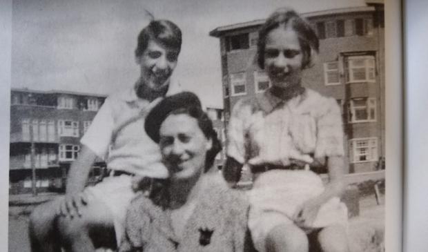 Eva en Heinz Geiringer met moeder Fritzi in Amsterdam, als buren van Anne Frank.