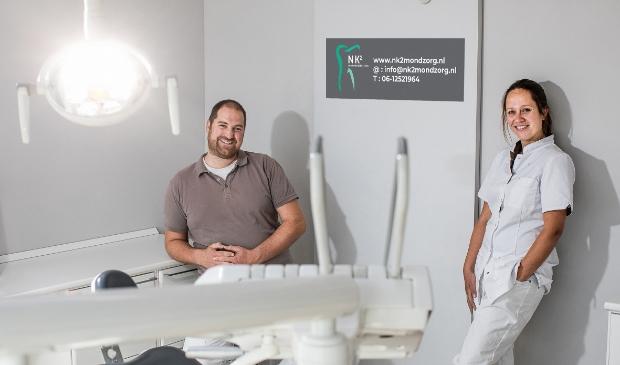 Niels en Nathalie Kemperman in de behandelkamer van NK2 Mondhygiënisten.