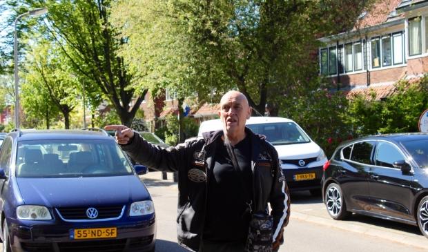 Harrie Jansen in de Trompstraat: 'Mijn vader was ooggetuige van de granaatinslag op het huis van Beeke. Hij rende na de klap direct de straat op.' Marcel Koch  © BDU media