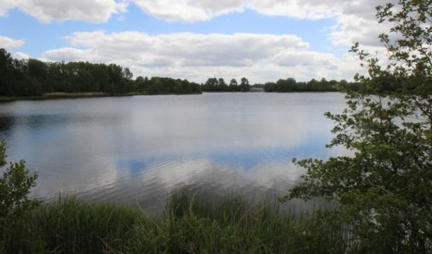 De grote plas in het Haarlemmermeerse Bos.