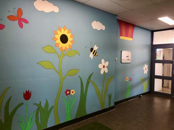 De muurschildering in de hal Janneke van den Berg © BDU media