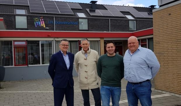 Op de foto van links naar rechts directeur-bestuurder Jan Hofman, Willem Massier, Dirk Jan de Jong (SO) en Tjeerd Jan Bosman (VSO).