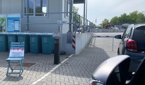 Vanaf dinsdag mogen meer bezoekers tegelijk hun afval wegbrengen.