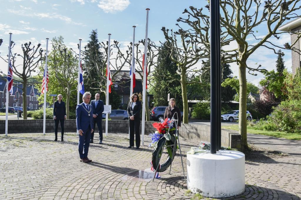 Kranslegging in Soesterberg. Jaap van den Broek © BDU media