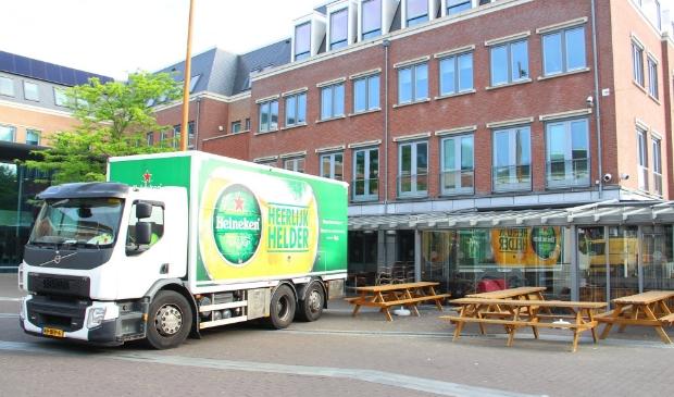 Horeca-eigenaren in Barneveld treffen vast voorbereidingen. Vanaf maandag 12.00 uur gaan de terrasjes weer open.