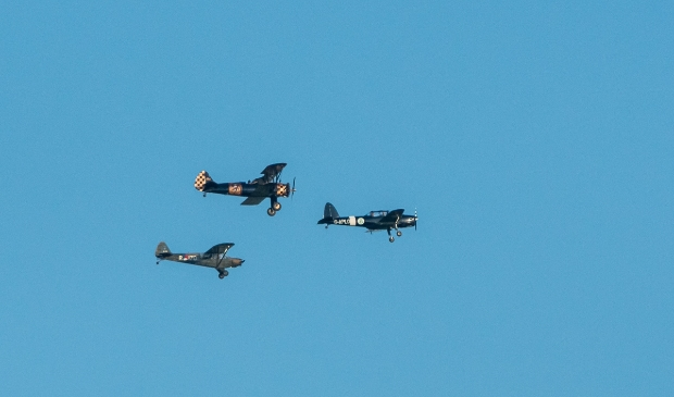 <p>Drie historische vliegtuigen vorig jaar</p>