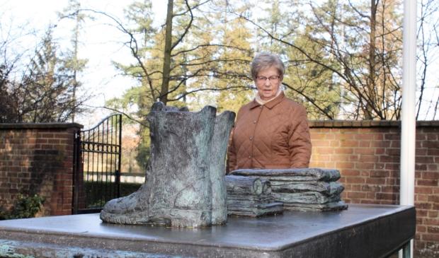 """,,Als ik het monument bezoek en de tekst op de gedenksteen lees, zie ik in gedachten Willem en zijn kameraden"""", zegt Betsie Westerhuis."""