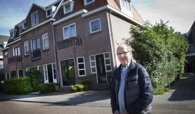Gerard van der Horst bij zijn ouderlijk huis in wat nu de Badlaan heet.