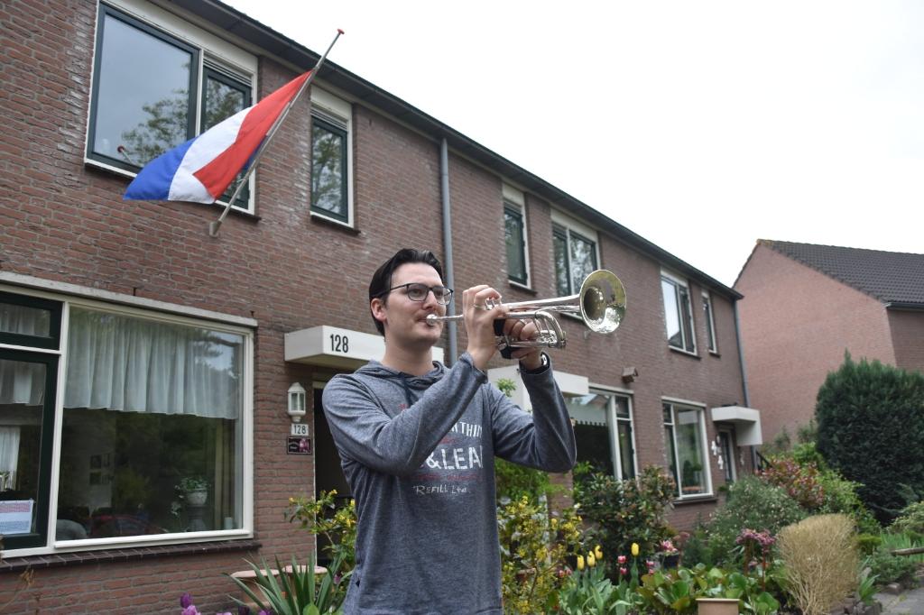 Arthur Blommestein, vaste taptoeblazer van Odeon uit Soesterberg, pakte ook zijn trompet. Eempers © BDU media