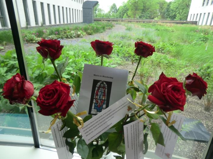 Een bloemenhulde in het stiltecentrum aan alle medewerkers GH © BDU media