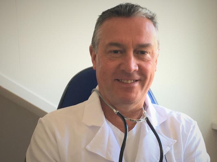 Jeroen van Netten als Dr. MarCom