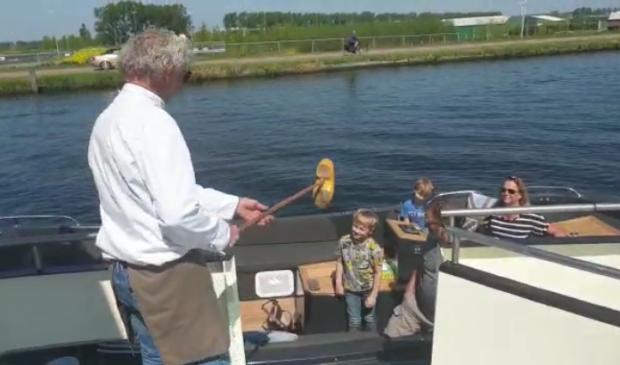 Rederij Van der Meer biedt service aan andere boten.