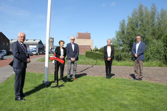 v.l.n.r.: burgemeester D. van der Borg, mw. J.J. Groenenboom-Polak, dhr. C. Groenenboom, mw. N. Boer en dhr. R.J. Kitsz   Erik Waalboer, Dijksynagoge © BDU media