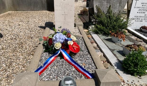 Oorlogsgraf luitenant korporaal Spooner op de RK begraafplaats in Schalkwijk