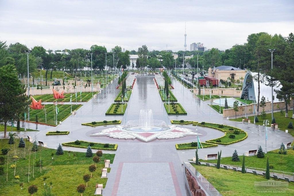Overzichtsfoto van het nieuwe Overwinningspark in Tasjkent. Stichting Sovjet Ereveld © BDU media