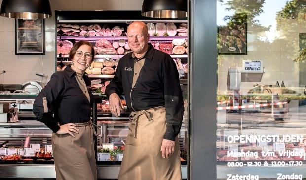 Gea en Gijsbert Wilbrink in hun up-to-date slagerij.