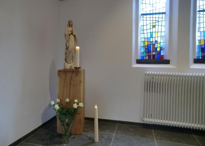 Bloemenhulde aan Maria in de kapel GH © BDU media