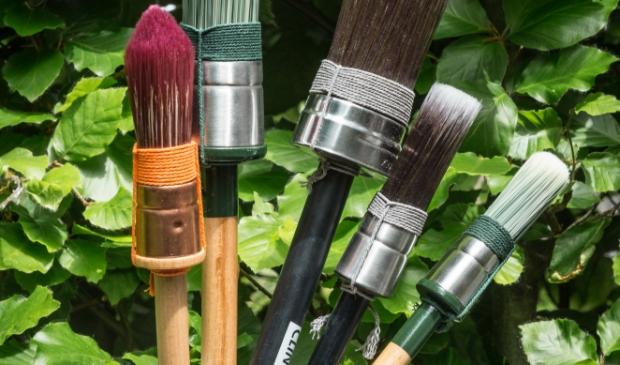 Kozijnen schilderen? Een vaste hand helpt. En natuurlijk een professionele kwast. Jaap van Rijn © BDU