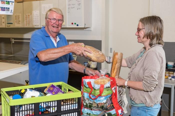 Ook in tijden van corona staan de vrijwilligers van de Voedselbank Houten klaar voor iedereen die te weinig geld overhoudt om genoeg eten te kopen.
