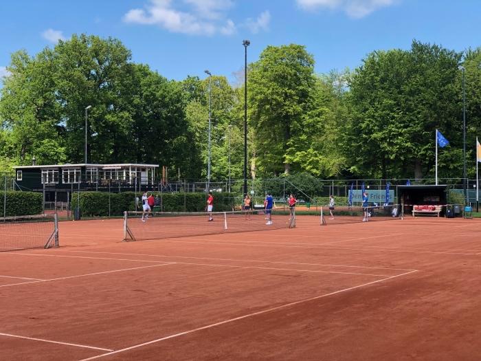 Tennisschool Smash is gestart met je jeugd trainingen bij ULTV Rhijnauwen.