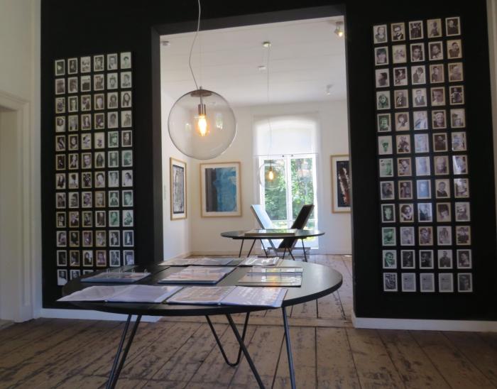 Expositie met al het werk, vele foto's en schilderijen van Herman Onno Wijchers © BDU media