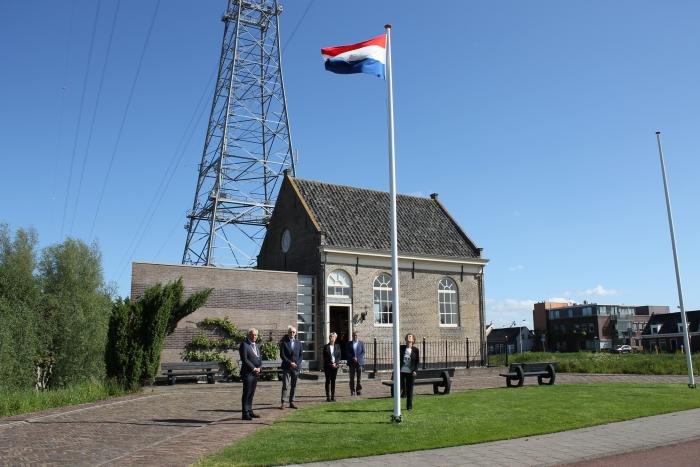 v.l.n.r.: burgemeester D. van der Borg, dhr. C. Groenenboom, mw. N.Boer, dhr. R.J. Kitsz en mw. J.J. Groenenboom-Polak Erik Waalboer, Dijksynagoge © BDU media
