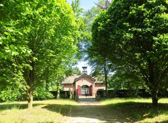 Koetshuis (uit ± 1870) aan de Oprijlaan Onno Wijchers © BDU media