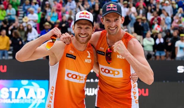 Onder andere wereldkampioenen beachvolleybal 2013 Alexander Brouwer en Robert Meeuwsen zijn dinsdagmiddag in Sliedrecht te bewonderen